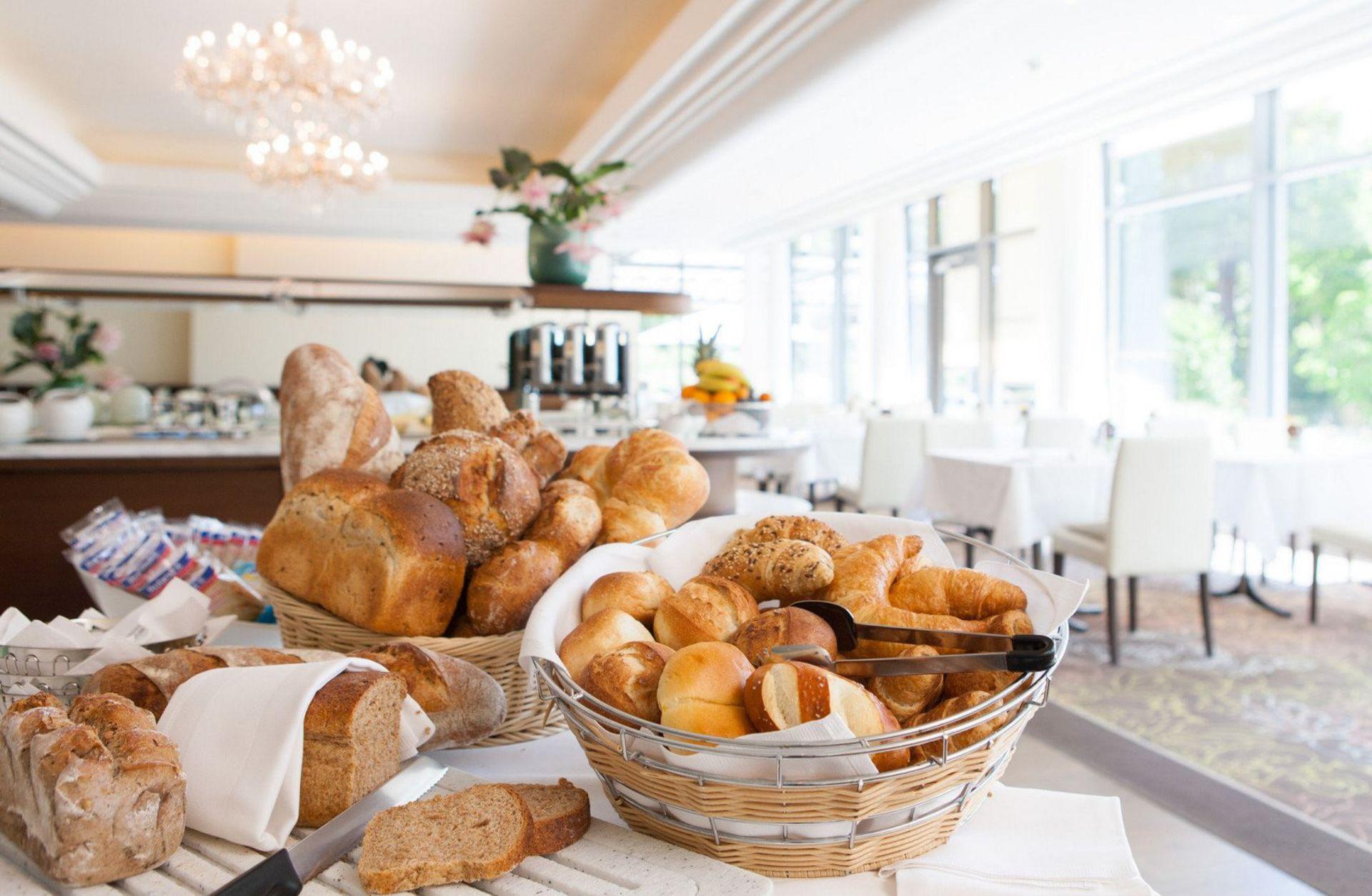 Brotvielfalt am Frühstücksbuffet