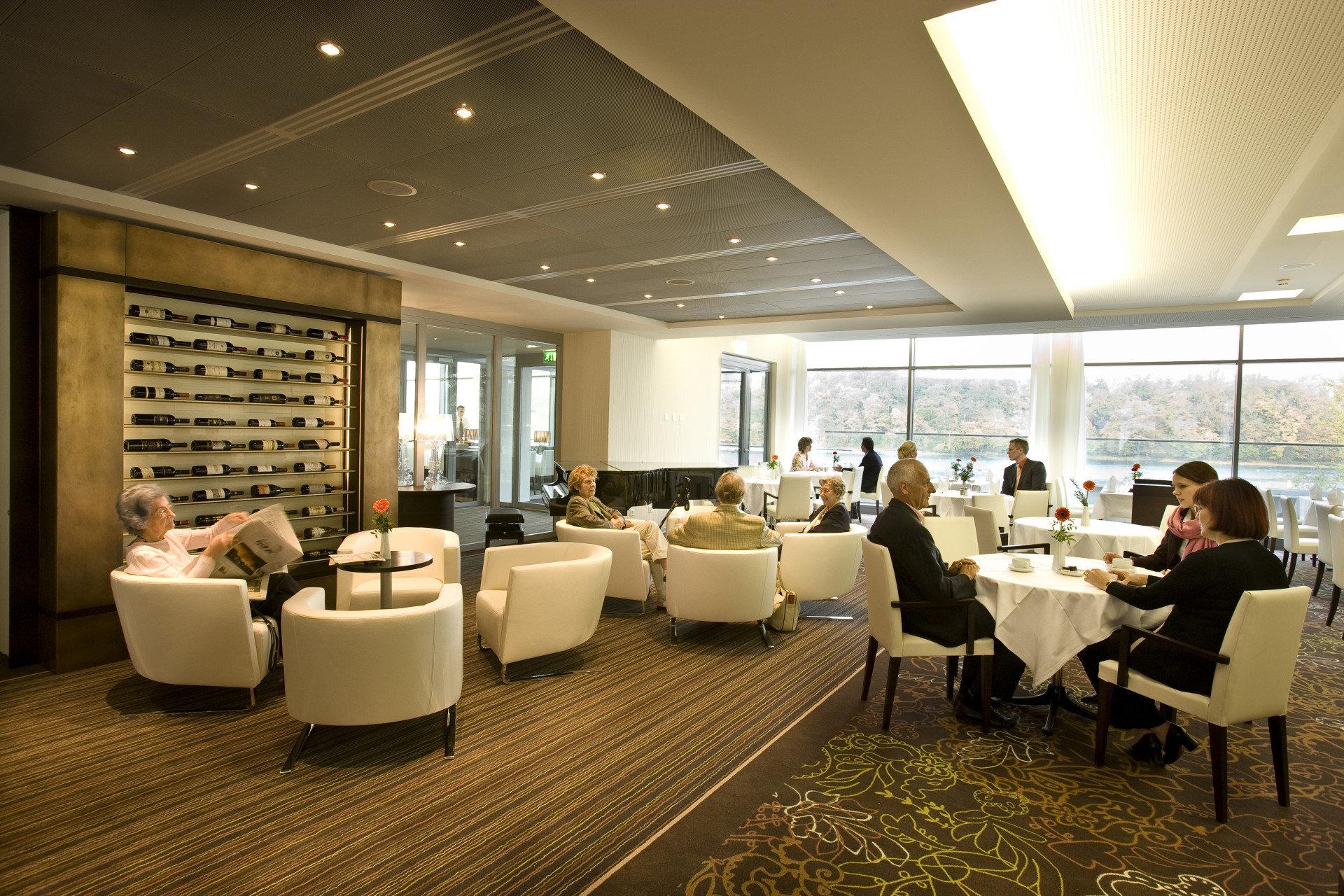 Lounge im Park-Café mit Gästen